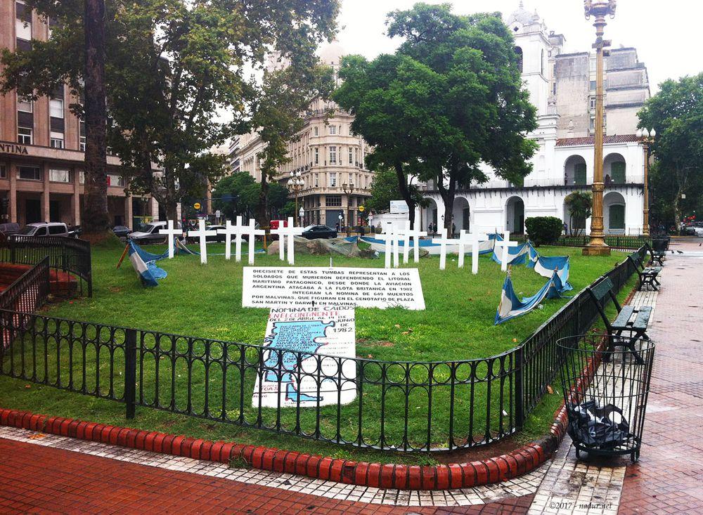 Veteranos en Plaza de Mayo - Baires