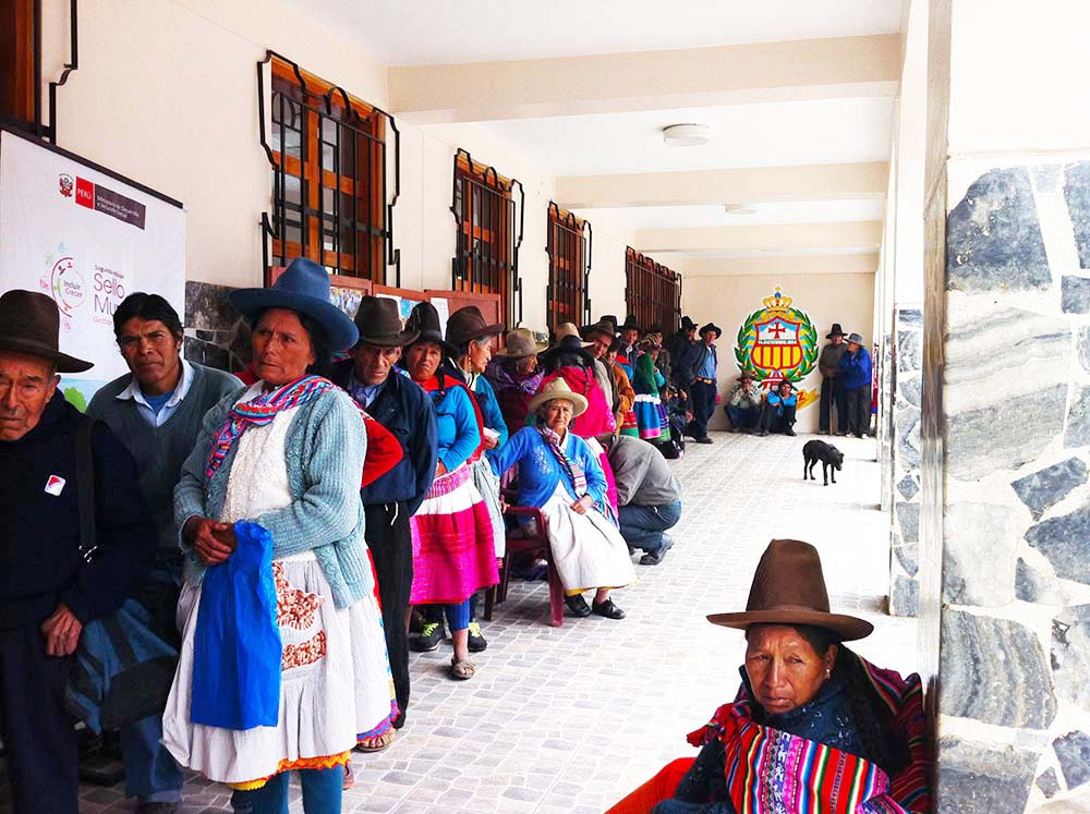 in fila.. Carhuaz - Peru