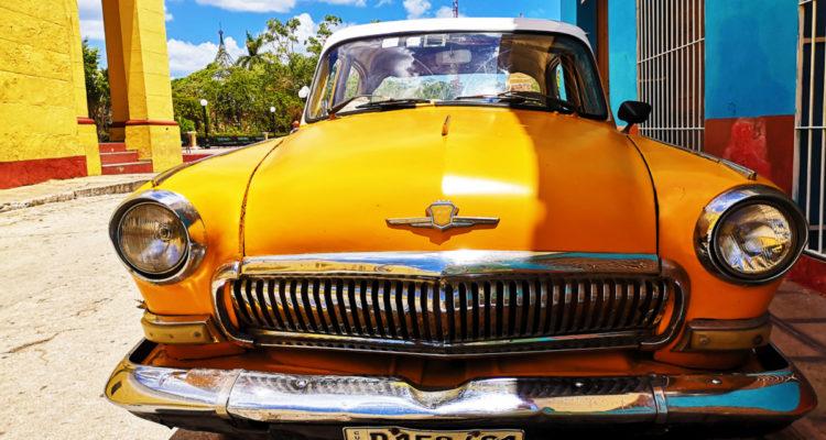 auto-gialla-750x400